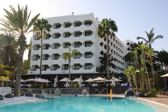 Corallium Beach By Lopesan Hotels: Hotel ( Blick vom oberen Pool )