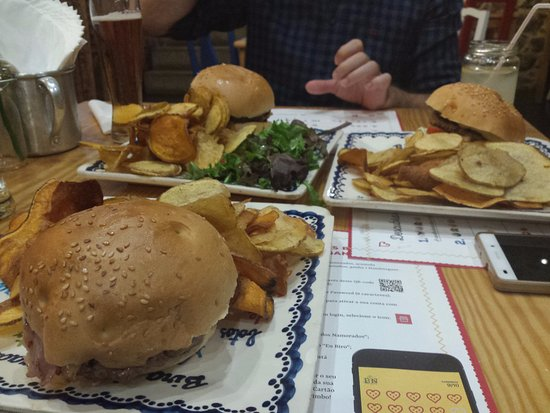 Bira dos Namorados, Braga: Schmackhafte Burger