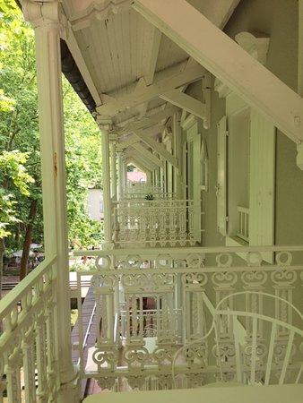 Les Pres d'Eugenie : Balcones