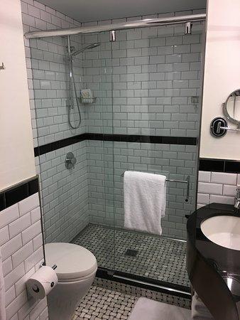 Archer Hotel New York: Bathroom/Shower