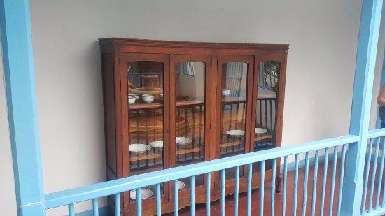 muebles antiguos del pueblito paisa - picture of pueblito paisa ... - Muebles Antiguos