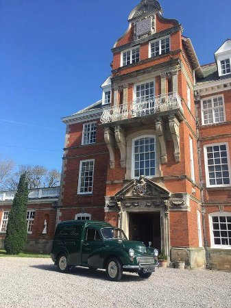 Dyserth, UK: Our vintage Morris Minor delivery van