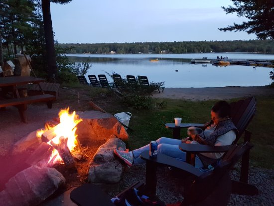 Buckhorn, Canada: Relaxing by the fire!
