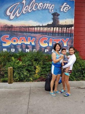 Knott's Soak City U.S.A.: Got Soaked !