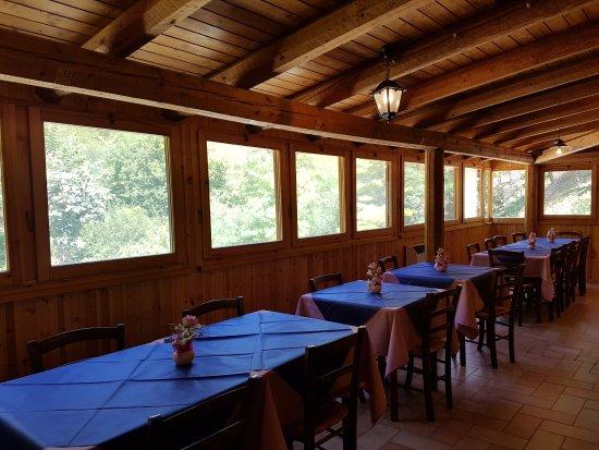 Frontone, Włochy: la sala interna