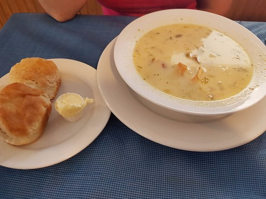 Blenheim, Canada: homemade soup and biscuits
