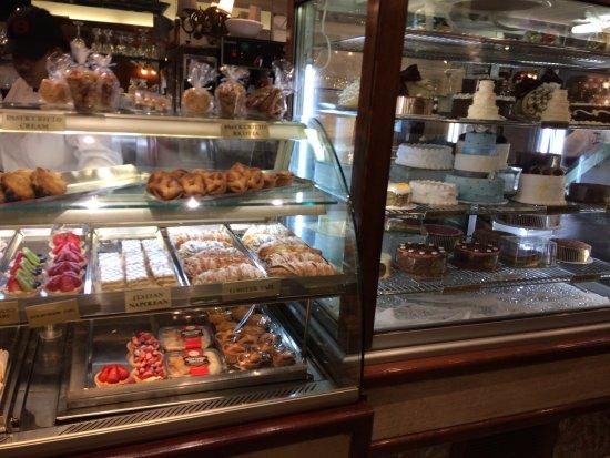 Ferrara Bakery & Cafe: photo3.jpg