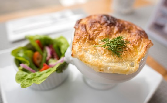 Gipsy Point, Australien: Pies and salad - lunch menu
