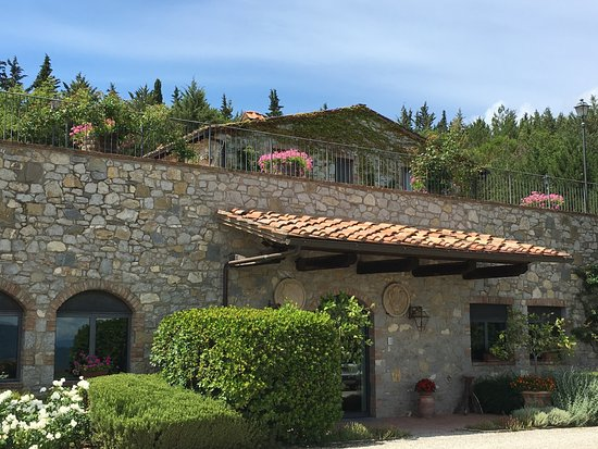Casalvento Winery: Outside the winery where visitors enter