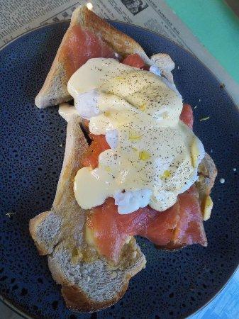 Chrome Coffee Lounge: eggs and smoked salmon