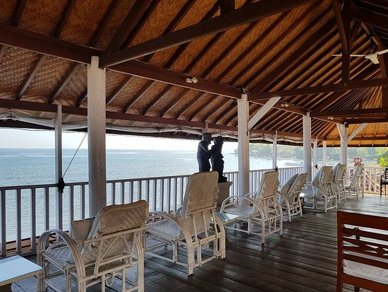 Villa Agung Beach Inn: Upstairs verandah