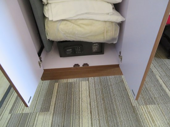 Holiday Inn Express U0026 Suites Chicago North Shore   Niles: Safe In Closet  (get