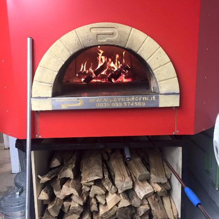 Bay City, MI: Wood fired oven, no gas, no electricity, just Michigan hardwood