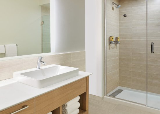 Palmdale, CA: Guest Bathroom