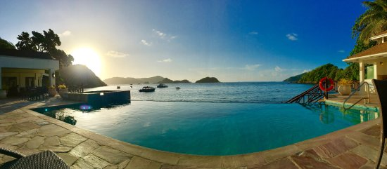 Speyside, Tobago: Sunrise from the pool