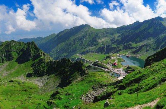 Day Trek to Romania' Rooftop
