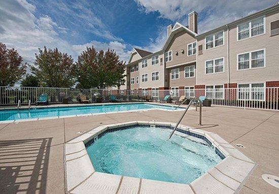 Grandville, MI: Outdoor Whirlpool