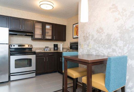 Grandville, MI: Studio Queen Suite - Kitchen