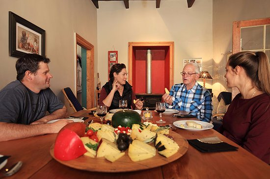 Oudtshoorn, South Africa: A formal tasting in the old farm house