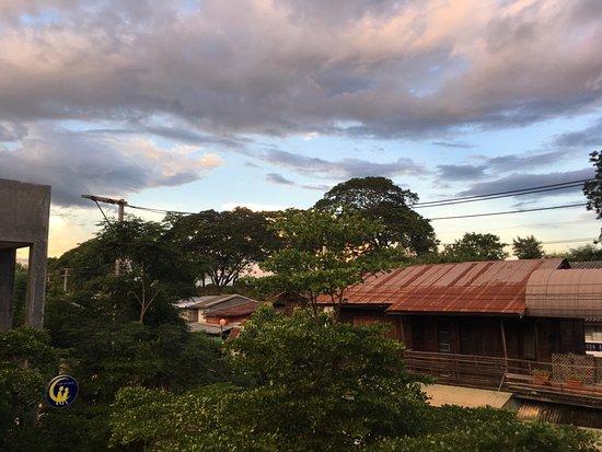 Phrae, Ταϊλάνδη: วิวจากระเบียงหน้าห้องพัก