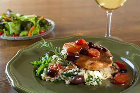 Pleasanton, Κάνσας: Greek Chicken at Cedar Crest Lodge