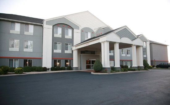 New Haven, IN: Hotel Exterior
