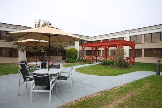 แฮซเลต, นิวเจอร์ซีย์: Enjoy the outdoors near our pool