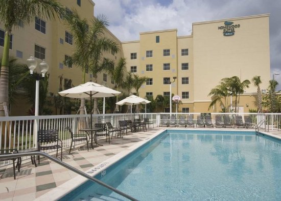 Homewood Suites Miami-Airport West: Outdoor Pool Area