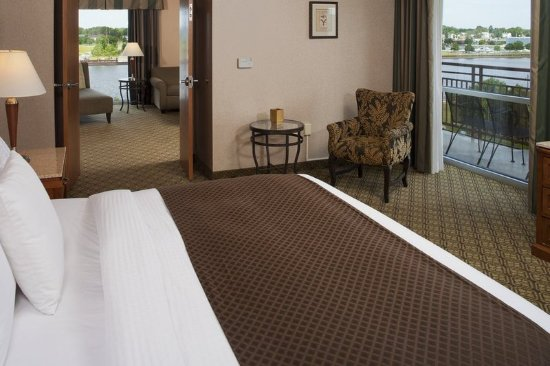 Bay City, MI: Riverview Suite with King Bed