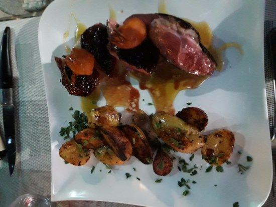 Ogliastro, Frankreich: Magret de canard pommes grenailles