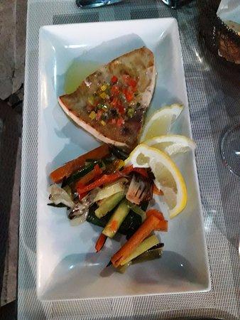 Ogliastro, France: Espadon et ses petits légumes frais.