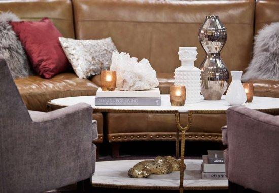 Pittsford, NY: R Lounge