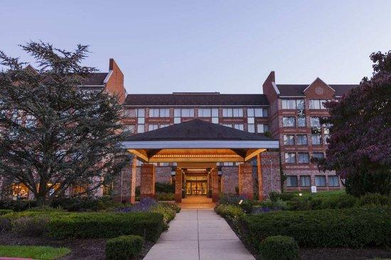 Wayne, Pensilvania: Hotel Exterior - Dusk