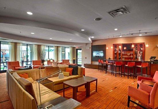 Wall Township, NJ: Lobby Seating Area and Bar