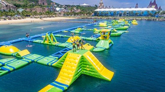 splash-bay-at-water-park.jpg