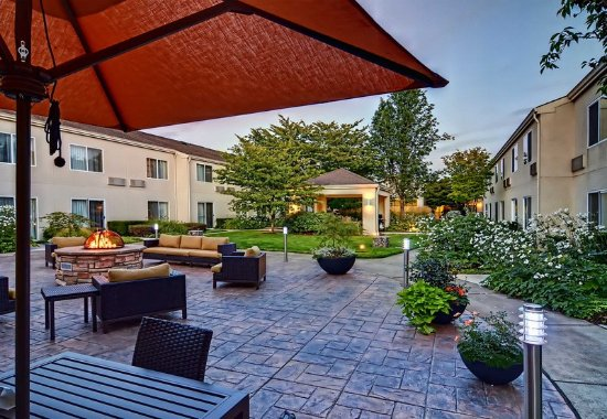 Springfield, OR: Outdoor Seating Area