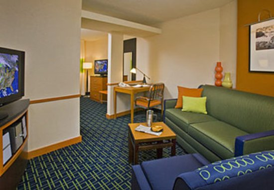 Fairfield Inn & Suites Hartford Airport: Suite