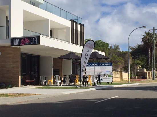 Scarborough, Australië: Outside view of the shop