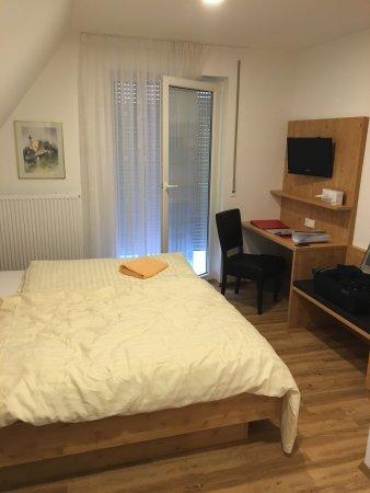 Gasthof-Hotel Zum Rebstock: photo1.jpg