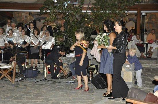 Krousonas, Hellas: Thriathen Chourus with Mehtap DEMIR Nesibe Ozgul TURGAY, Eva is Chief