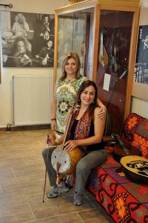Krousonas, Hellas: Eva Koutsogiannaki and Mehtap DEMIR plays Bas Kabak Kemane