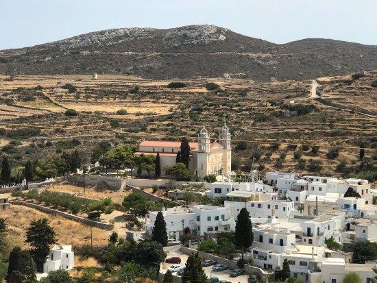 Lefkes, Grekland: Vue magnifique de la terrasse de cette taverne que nous avons l'habitude de fréquenter et oú l'o