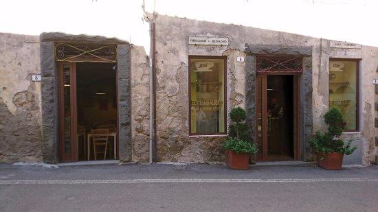 Montorgiali, Italia: Bottega di Alberto, esterno