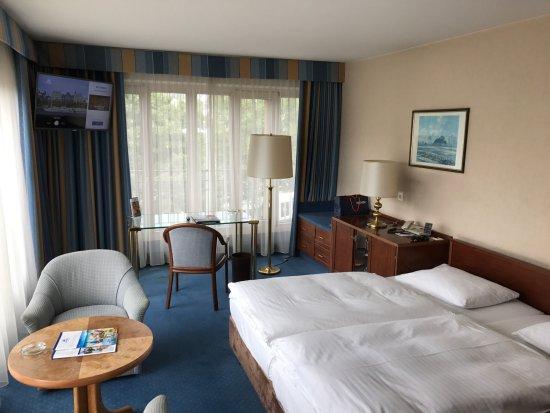 Hotel Direkt Am Rhein Koln