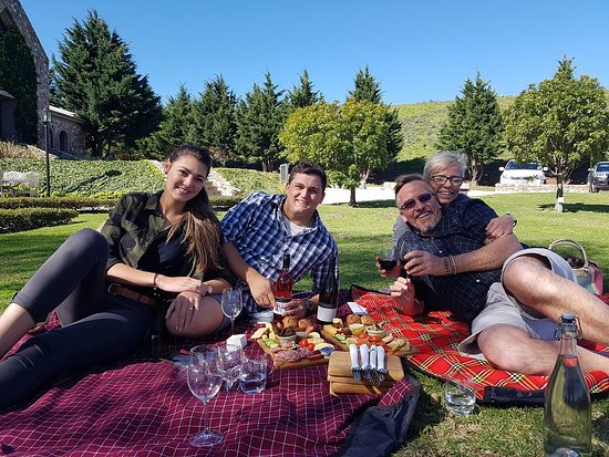 Hermanus, جنوب أفريقيا: What a great picnic - order the different platters - wow divine - and enjoyed the wines on offer