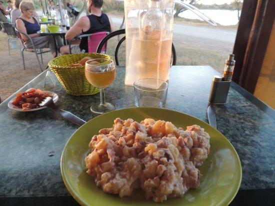 Les Poissons D'argent : Oktopus mit Kartoffeln. Lecker!