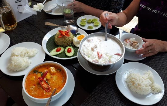 Nai Thon, Thailand: Red Curry and Chicken in Coconut