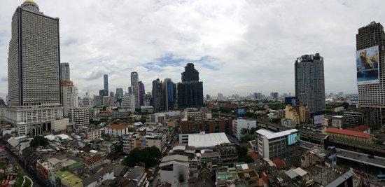 Centre Point Hotel Silom: Foto panorámica realizada desde el balcón.