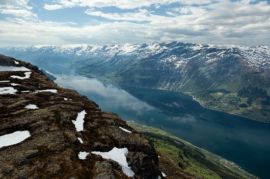 Hotel Ullensvang: HM Queen Sonja's panoramic hiking trail