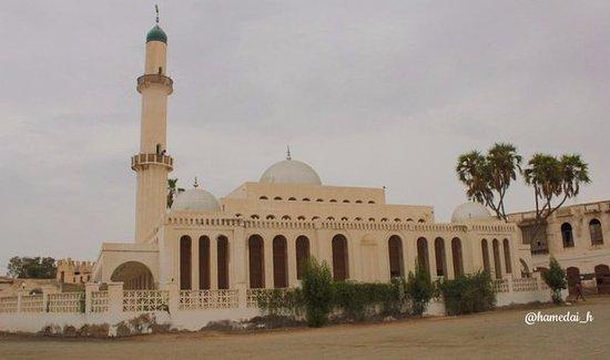 Massawa, Eritrea: وهذا مسجد الحنفية في مدينة مصوع العريقة التاريخية التي احتضنت التنوع الإنساني والديني والمذهبي